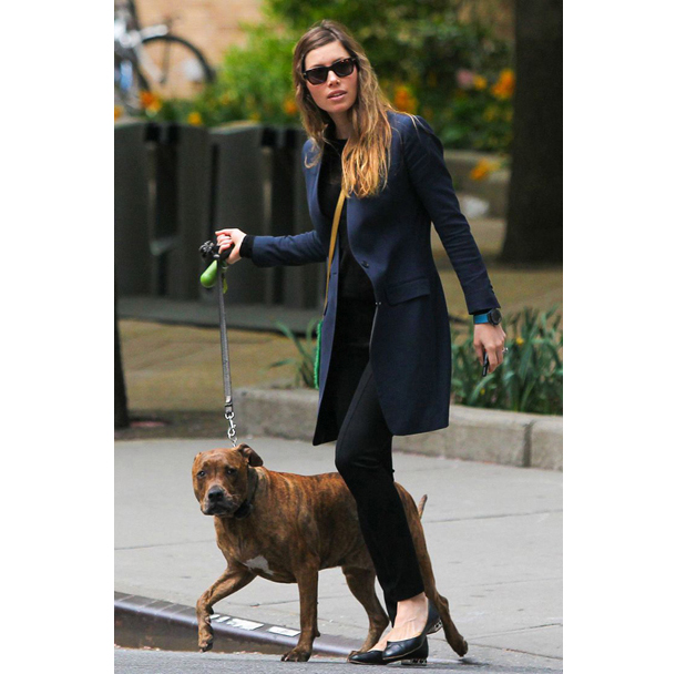 Dog-Walking-Style-Jessica-Biel.jpg